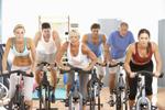 groep van mensen die fietsen